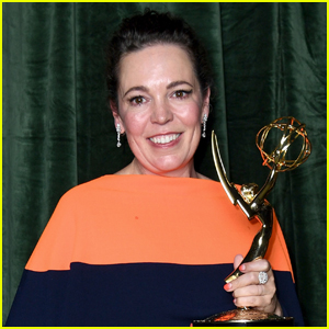 Olivia Colman Wins First Emmy Award, Pays Tribute to Father Who Died During Pandemic