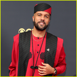 O-T Fagbenle Wears a Modern Agbada at the Emmys 2021