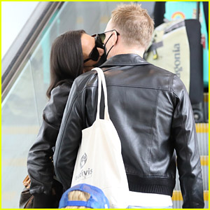 Paul Bettany & Jennifer Connelly Kiss Through Their Face Masks After Attending Emmys