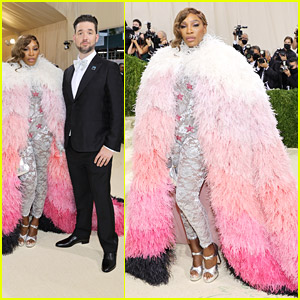 Serena Williams Wore A Pink Feathery Cape To Met Gala 2021!