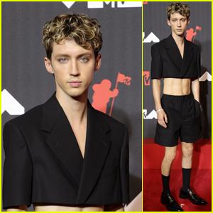 Troye Sivan Rocks a Crop Top at MTV VMAs 2021
