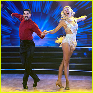 Amanda Kloots Cha-Cha-Chas To Britney Spears' 'Circus' on 'Dancing With The Stars' Week 3