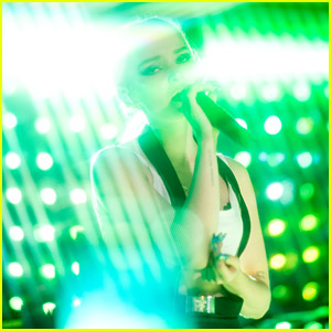 Dove Cameron Performs Sold Out Solo Show in New York - Check Out Concert Photos!
