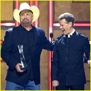 Garth Brooks Honors Randy Travis With Artist For A Lifetime Honor at CMT Artist of the Year 2021