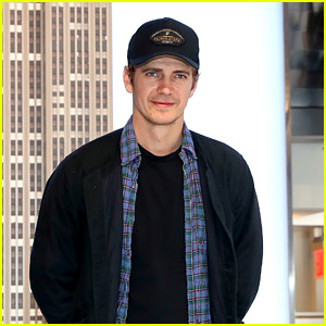 Hayden Christensen Makes A Promo Stop at Empire State Building to Hype Up NY Comic Con This Weekend
