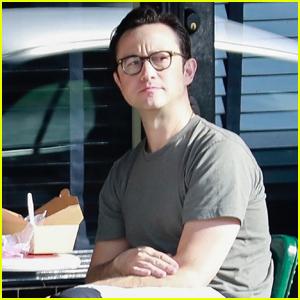 Joseph Gordon-Levitt Enjoys Lunch Outside with a Friend