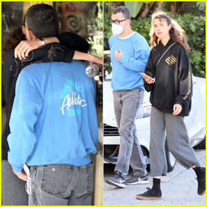Margaret Qualley & Jack Antonoff Share a Kiss While Out in Los Angeles!