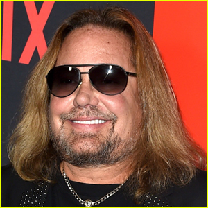 Motley Crue Singer Vince Neil Suffers Broken Ribs After Falling Off Stage
